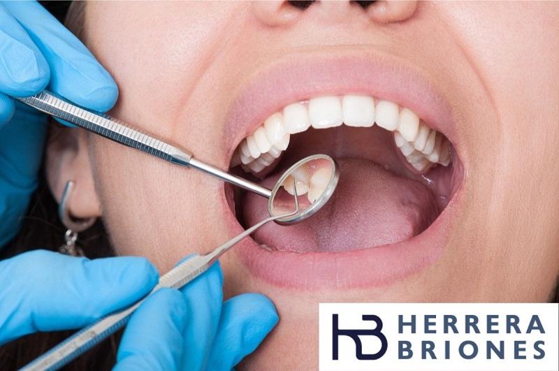 Limpieza dental para eliminar manchas blancas en los dientes